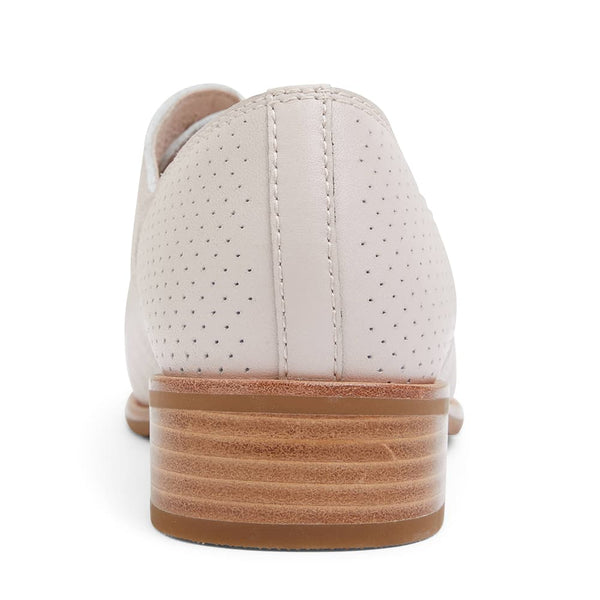 Nandy Brogue in Blush Leather