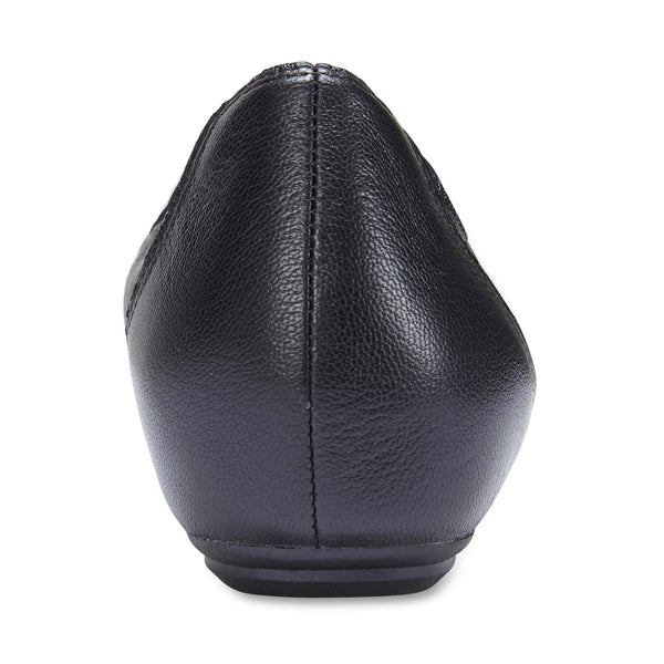 Pamper Flat in Black Leather