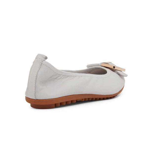 Pentagon Flat in White Leather