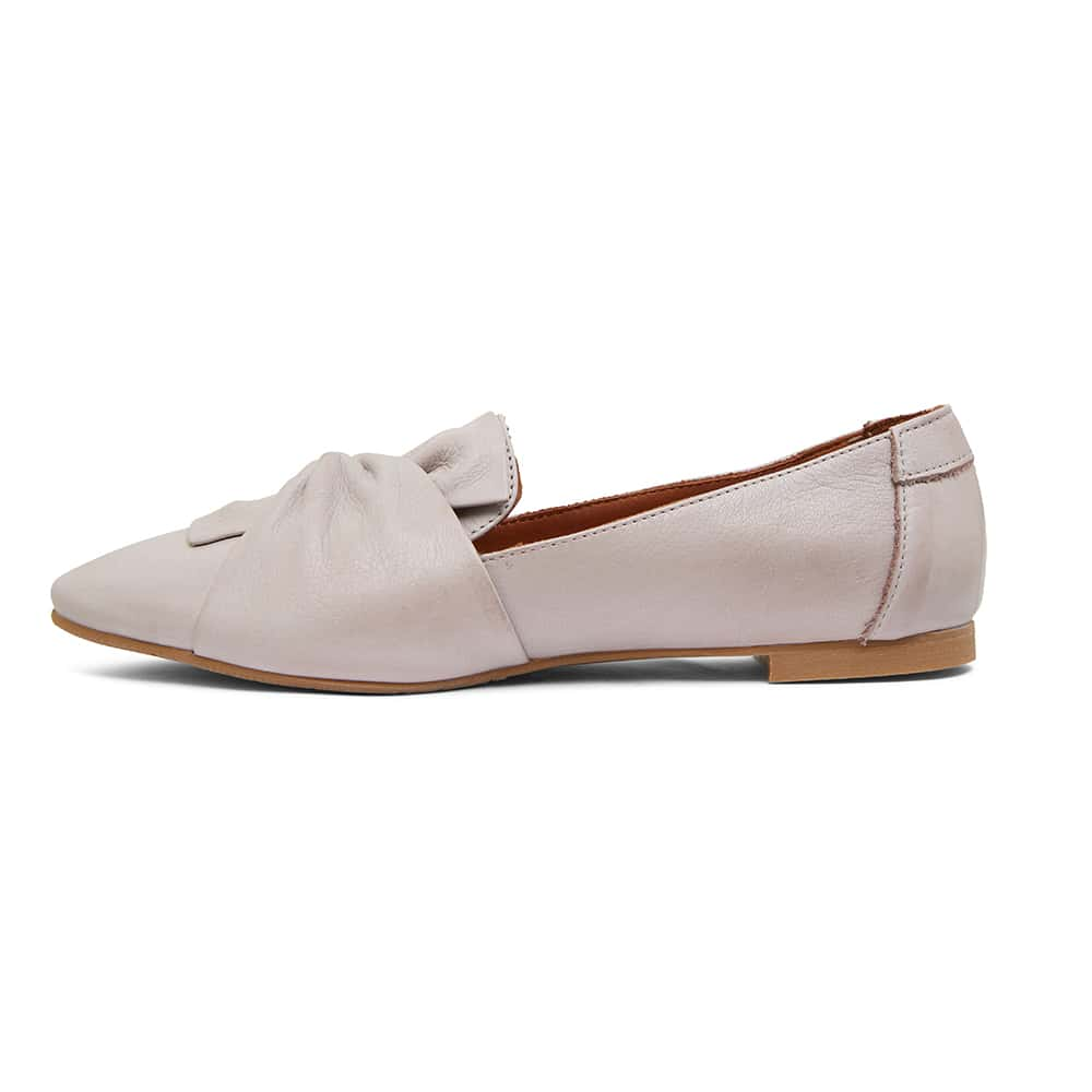Rosco Flat in Light Grey Glove Leather
