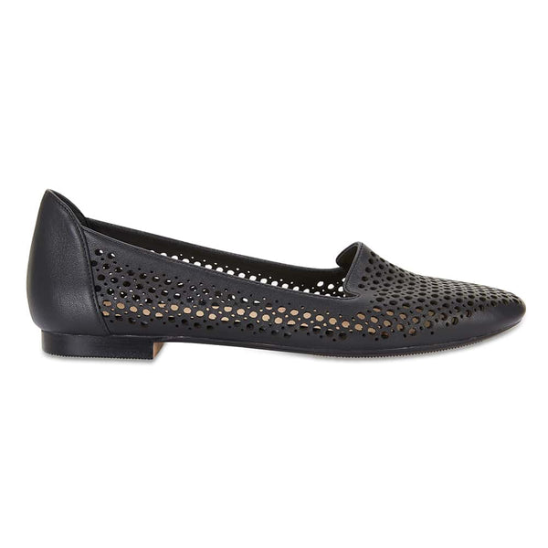 Sloane Flat in Black Leather