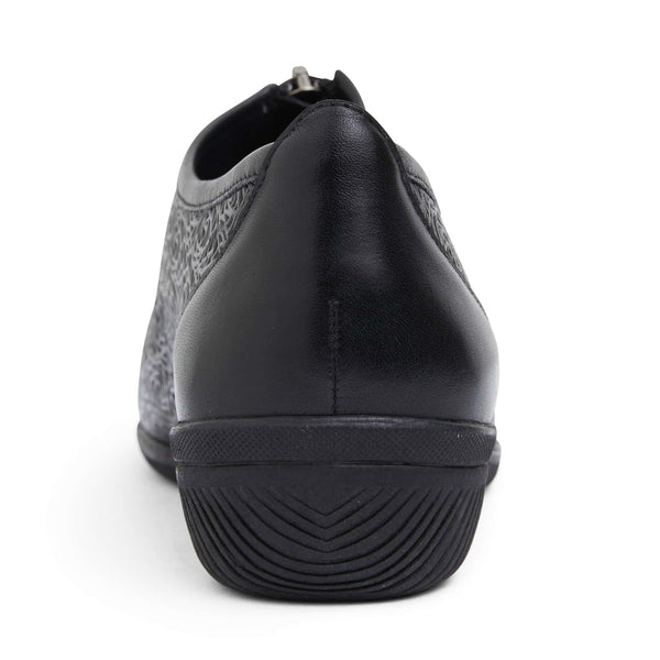 Wiley Brouge in Black Leather
