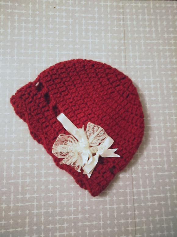 Cosy crochet hat with lace/ribbon bow
