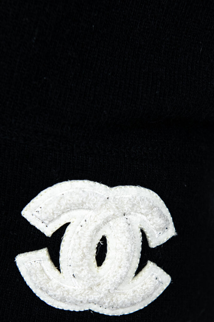 Chanel Black Cashmere Logo Crew Neck Fall 2001 Sweater Size M | IT 44 - OWN THE COUTURE