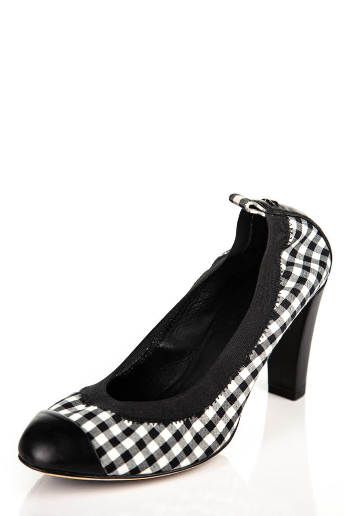 b3d9108580c ... Chanel Black And White Gingham Cap Toe Pumps Size 8
