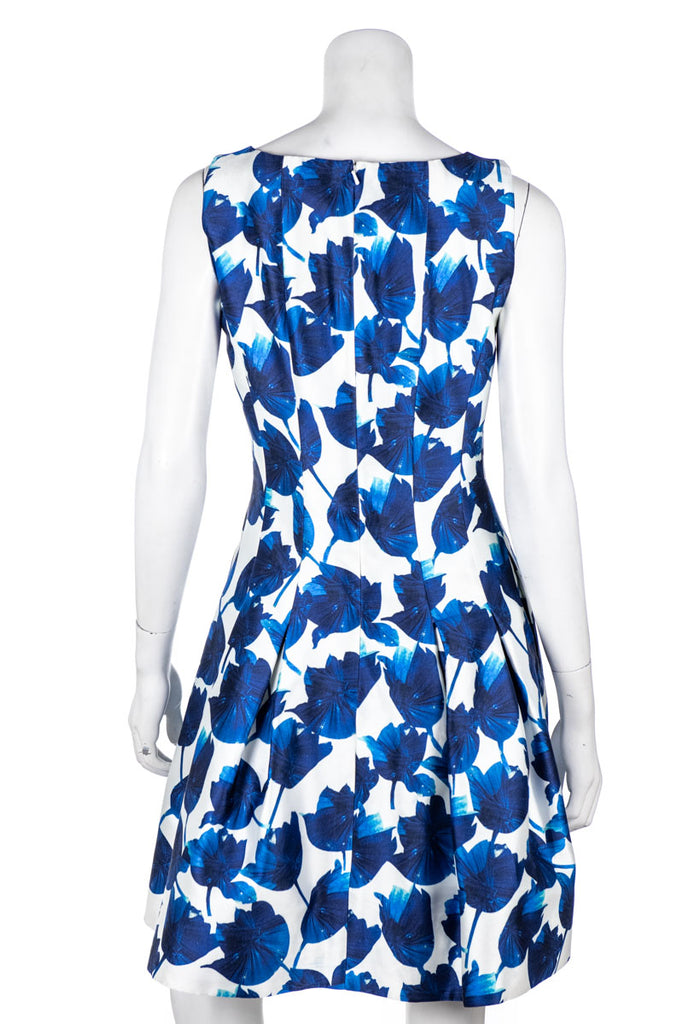 Oscar de la Renta Blue and White Abstract Print Spring 2015 Dress Size S | US 6 - OWN THE COUTURE