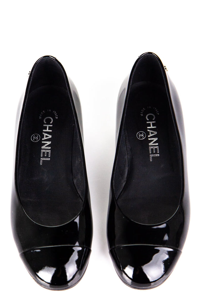 Chanel pearl black patent cap toe flats Size 5.5 | EU 35.5 - OWN THE COUTURE