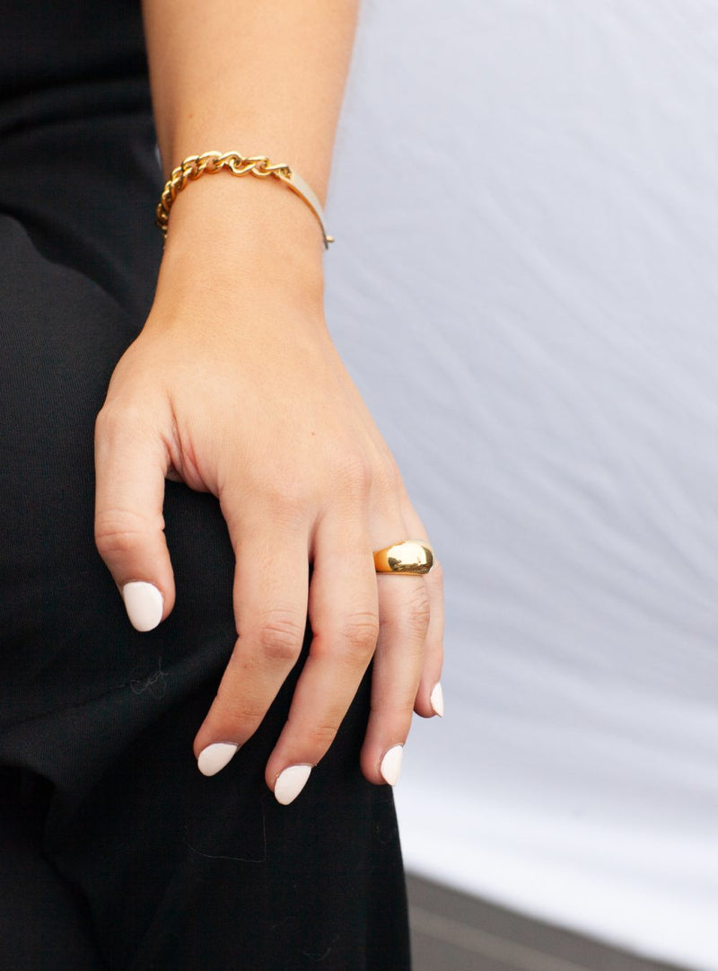 woman-wear-Gold-chunky-stainless-steel-plating-statement-ring