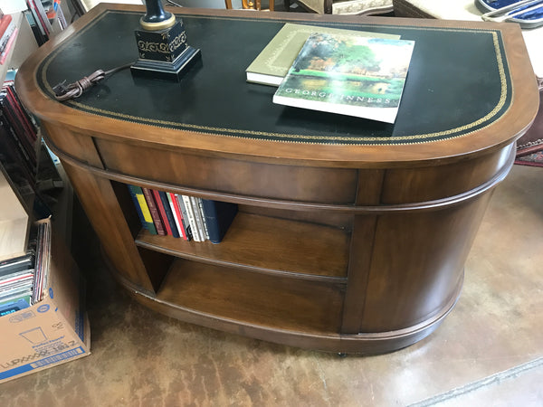 High quality 1970's leather top desk by Sligh