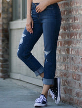 Load image into Gallery viewer, boyfriend mid rise skinny jean