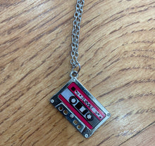 Load image into Gallery viewer, Retro Pendant Necklace