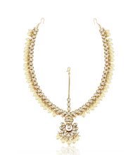 Load image into Gallery viewer, Gold Kundan Pearl Matha Patti - Kiwibay