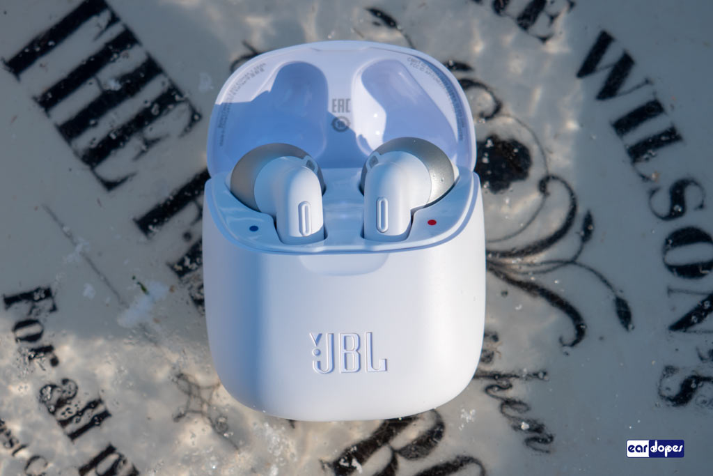 JBL Tune 225tws Review charging case battery
