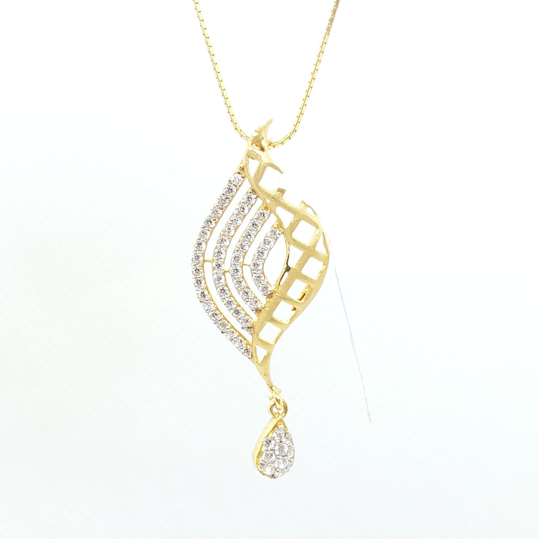 22KT Beautiful Necklace Pendant with Stimulated Diamonds
