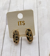 Load image into Gallery viewer, Mia Stud Earrings