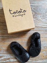 Load image into Gallery viewer, booties chausson tocoto vintage bebe ballerine outlet kids