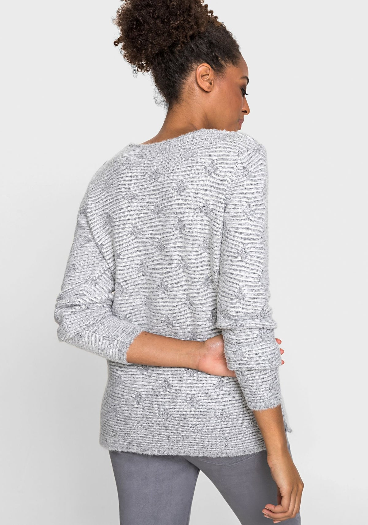 Long Sleeve Rounded V-Neck Bloucle Knit Pullover (Henny Fit)