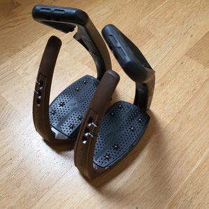 FreeJump brown and black soft up Pro stirrups