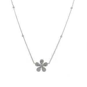 18k White Gold Diamond Flower Necklace