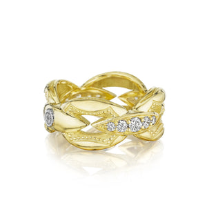 The Ivy Lane Pav Bold Crescent Links Ring