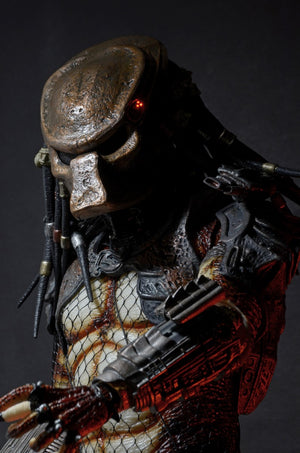 "Predator - 20"" City Hunter with LED Lighting - Limited 5000 - NECA"