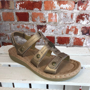 Earth Spirit - Platinum 'Lynbrook' Leather Sandal
