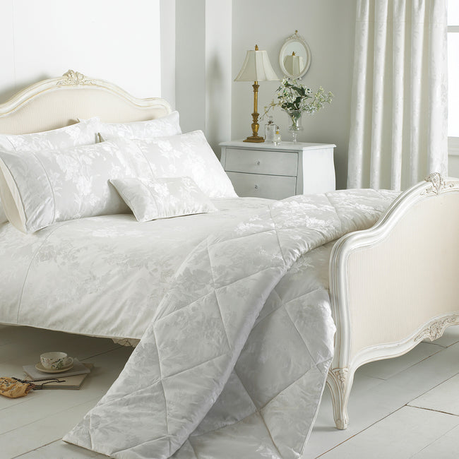 Ivory - Front - Riva Home Balmoral Duvet Sheet and Pillowcase Set