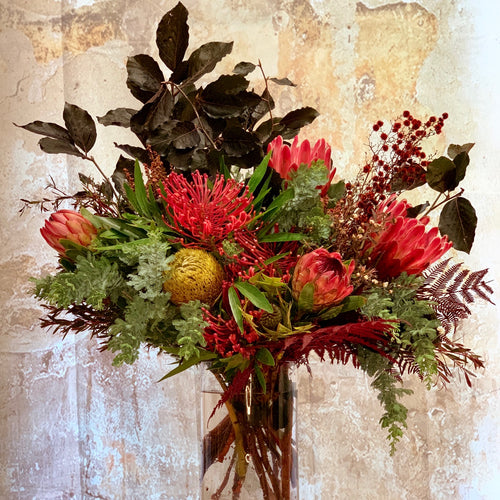 The Dark and Moody flower arrangement is the perfect choice for all occasions, Birthday, Happy Birthday, Anniversary, Sympathy, New baby, Thank-you, Welcome Home, All the Best and can be delivered to any Melbourne Suburbs, Melbourne City, Bayside suburbs and Port Melbourne