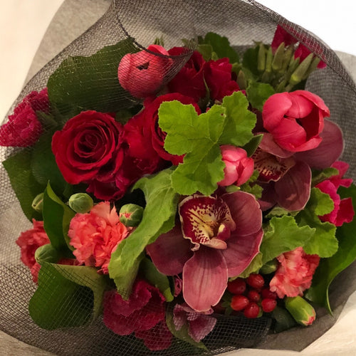 The Dark and Moody floral Posy is the perfect floral Posy for all occasions, Birthday, Happy Birthday, Anniversary, Sympathy, New baby, Thank-you, Welcome Home, All the Best and can be delivered to any Melbourne Suburbs, Melbourne City, Bayside suburbs and Port Melbourne