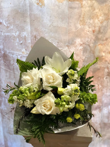 The White and Green floral token is the perfect floral token for all occasions, Birthday, Happy Birthday, Anniversary, Sympathy, New baby, Thank-you, Welcome Home, All the Best and can be delivered to any Melbourne Suburbs, Melbourne City, Bayside suburbs and Port Melbourne