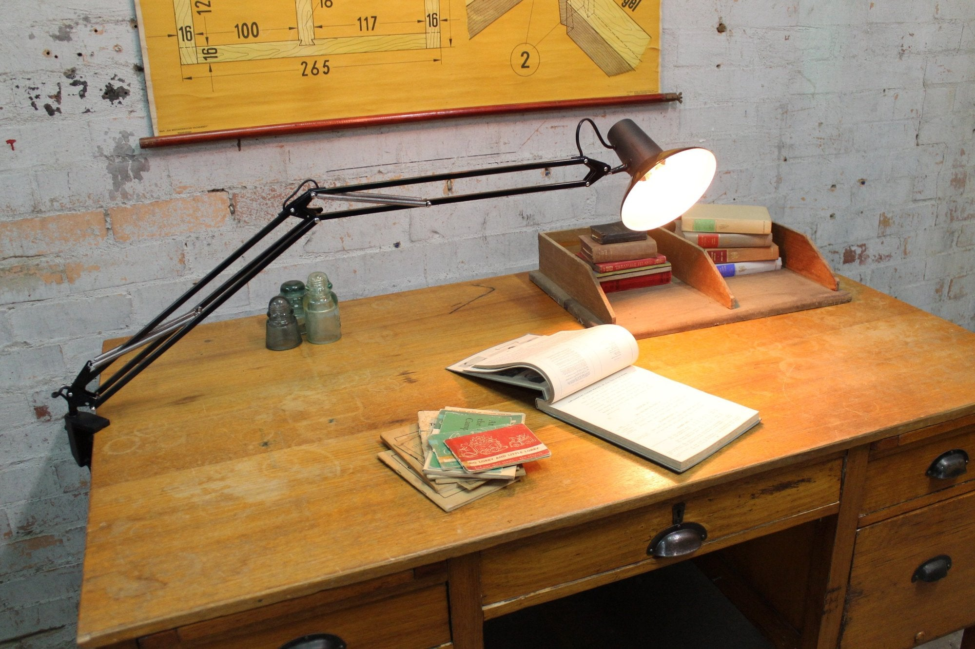 Your Expert Guide To Desk Lighting