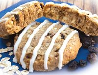 Oatmeal Cookie with Icing (7 Cookies)