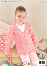 Load image into Gallery viewer, Sirdar Pattern 4525: Cardigan in Snuggly DK