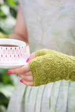 Load image into Gallery viewer, Pretty Knitted Hands by Svanlund & Falk