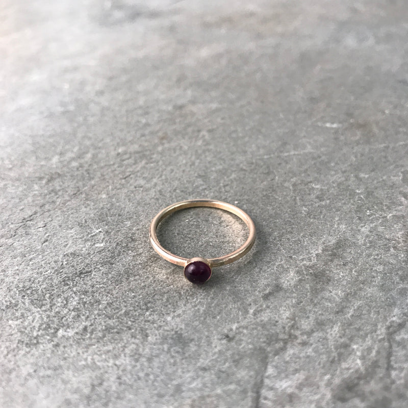 CALMING - AMETHYST MINI GEM RING