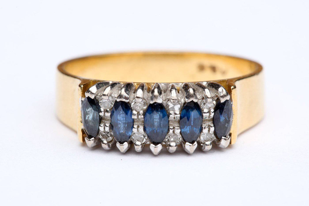 A Diamond and Sapphire Ring in 18 Karat Gold - Greystones Antiques