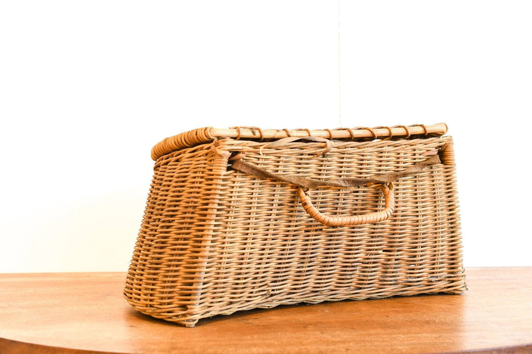 A Vintage Fishing Basket (Creel) With Handle - Greystones Antiques