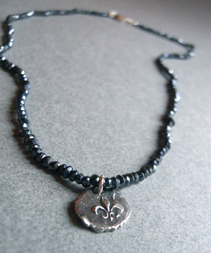 étoile mystic black-blue-grey spinel fleur de lis charm necklace