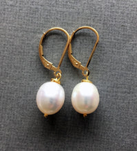 Load image into Gallery viewer, Just a drop Pearl Earrings