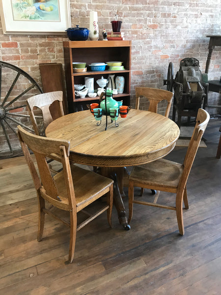 Round Oak Table + 2 leaves and 4 Chairs