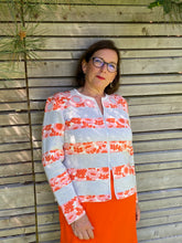 Laden Sie das Bild in den Galerie-Viewer, Oleana Darling buds Cardigan in soft peach