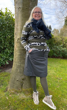 Laden Sie das Bild in den Galerie-Viewer, Oleana Darling buds Cardigan
