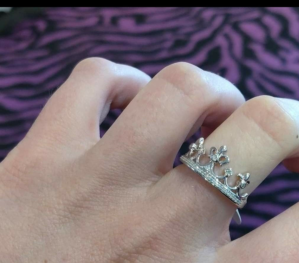 Crown ring in sterling silver with diamonds