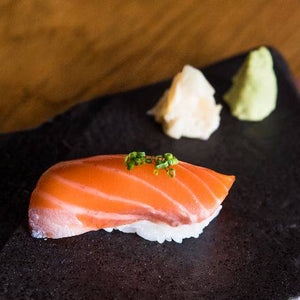 SALMON NIGIRI 2 PIECES