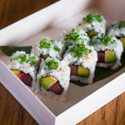 Load image into Gallery viewer, TUNA AVOCADO ROLL
