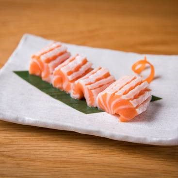Load image into Gallery viewer, SALMON BELLY SASHIMI 4 PIECES