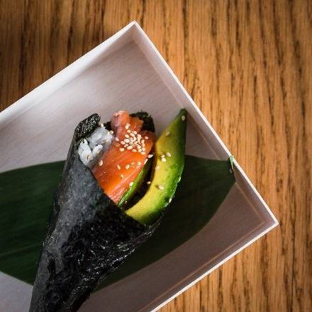 SALMON AVOCADO HAND ROLL