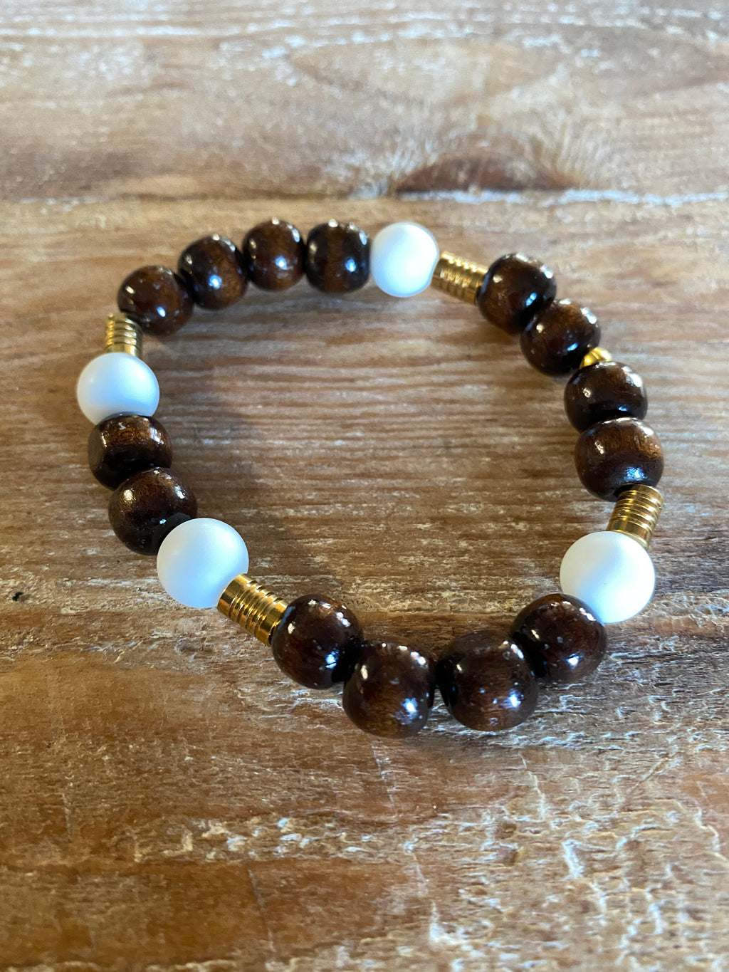 GYX Bracelet White Glass with Brown Beads