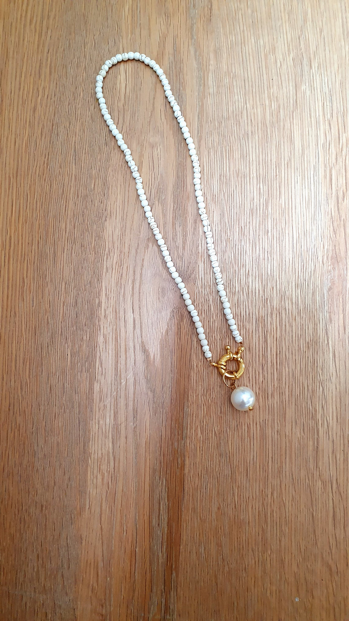 White dreams short necklace