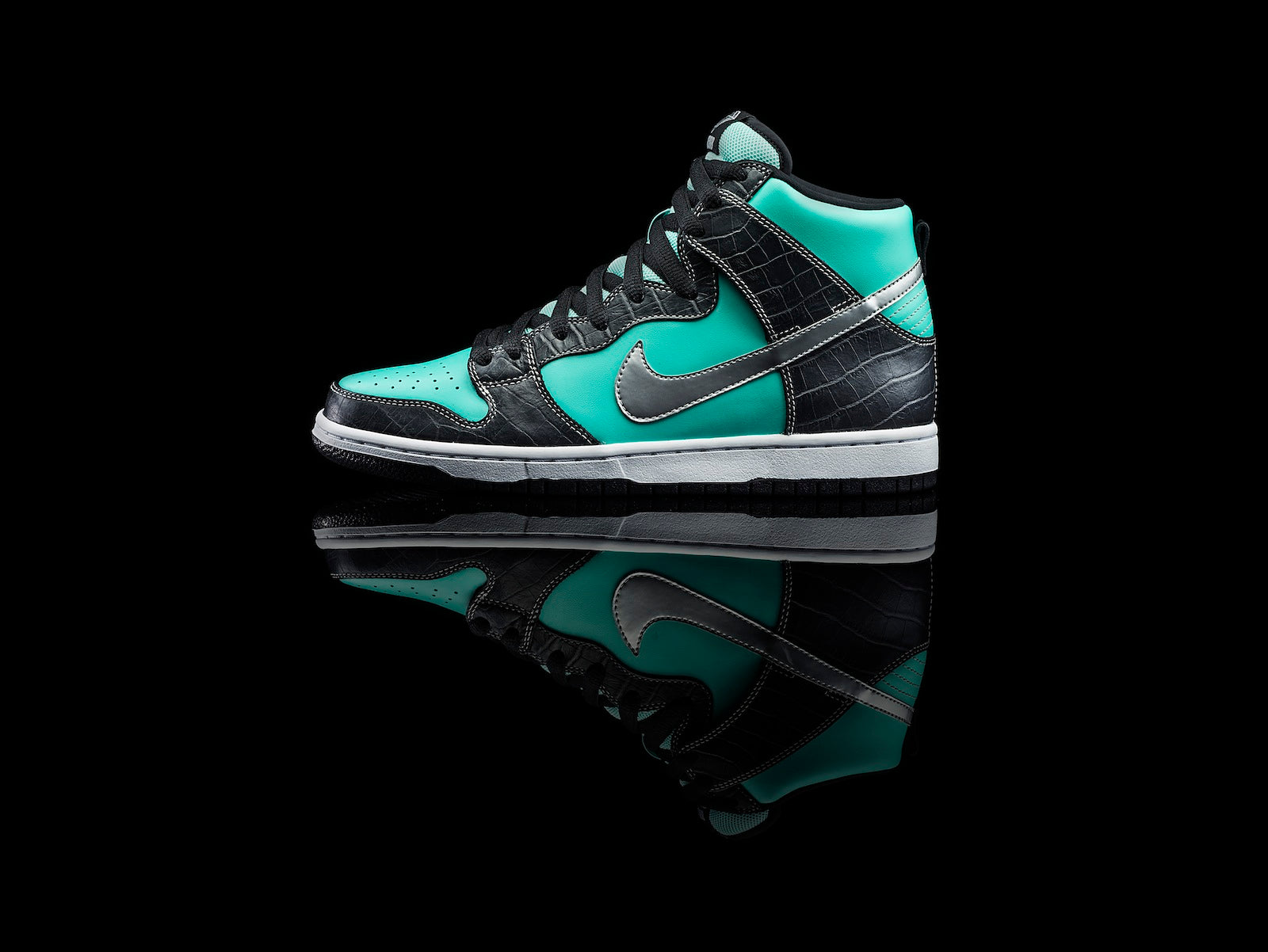 san francisco 0a8e9 785a3 In 2005 Nike SB and Diamond Supply Co. forever changed the game with the  O.G. Diamond Dunk Low. Almost a decade later they ve done it again.